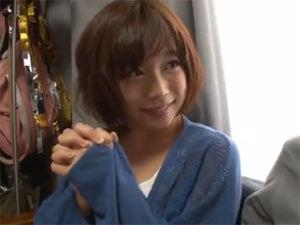 紗倉まなちゃんがお宅訪問で自分のAV見ながら手コキフェラ抜き!