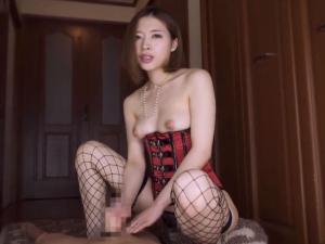 変態巨乳痴女ママが淫語手コキで脳内まで犯す主観動画!本田岬